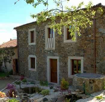 Casas rurales en galicia alojamientos para 3 6 personas - Casas en galicia ...
